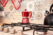 camera-il-ciliegio-dettaglio-caffettiera-pedrini