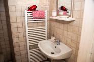 trulli-donna-isabella-camera-pepe-dettaglio-lavabo