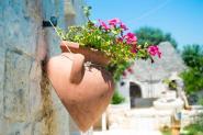 trulli-donna-isabella-camera-pepe-vaso-fiori-terra-cotta