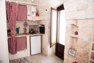 trulli-donna-isabella-camera-pepe-vista-ingresso-angolo-cucina